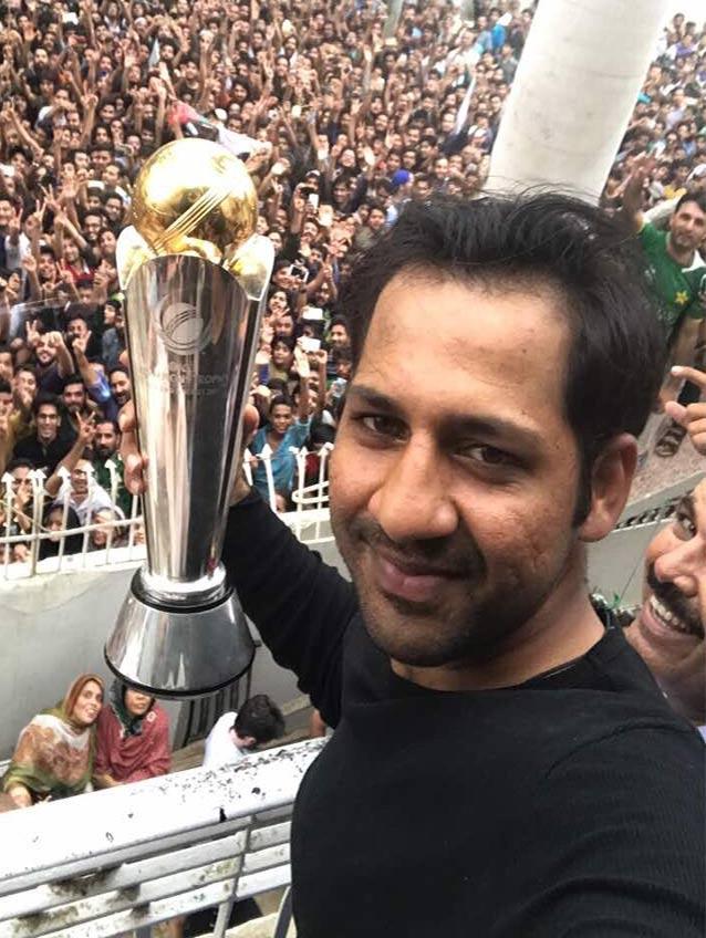 Pakistan News - Sarfraz Ahmad Showing Trophy to the People
