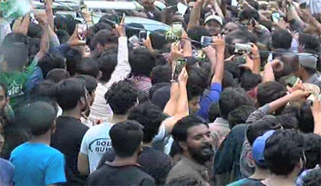 Pakistan News - People at Airport
