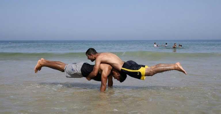 On Ghaza beach, 'street workout' flexes its muscles | World