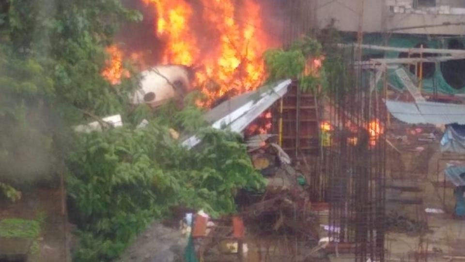 Five dead as plane plunges into Mumbai building site - World - Dunya
