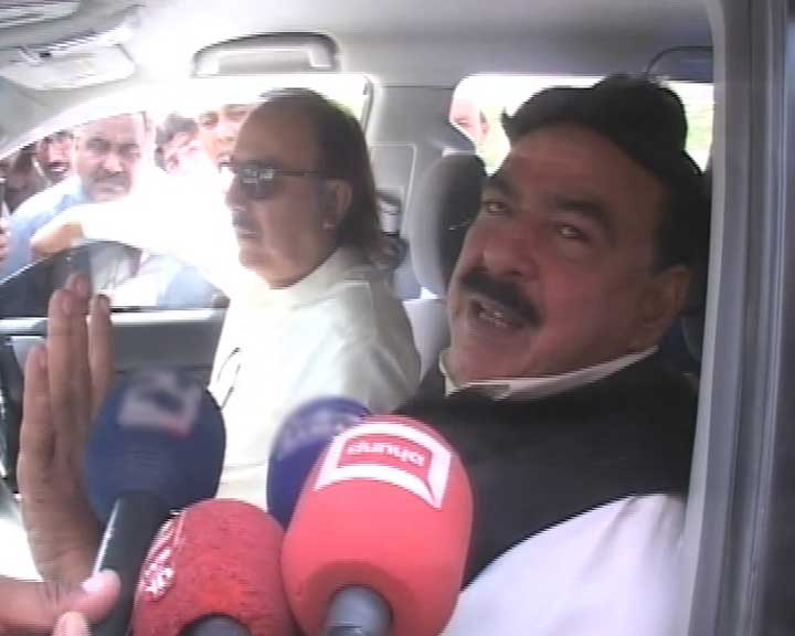 Opposition wants Sharif to resign