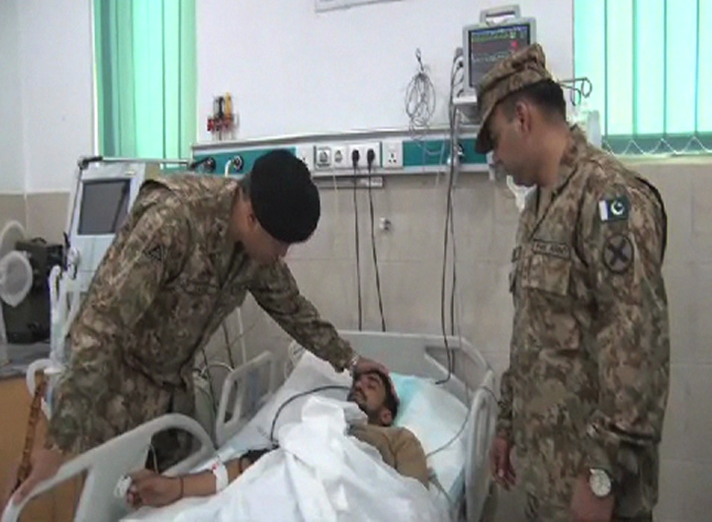 Corps Commander meets Lahore blast victims at CMH, General Hospital