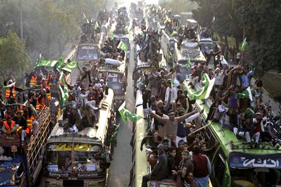 154066 76885335 - Qadri leads tens of thousands towards Islamabad