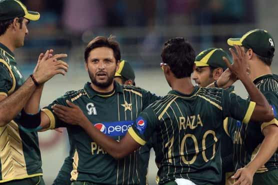 Pakistan defeats New Zealand by 7 wickets, 5 balls to spare