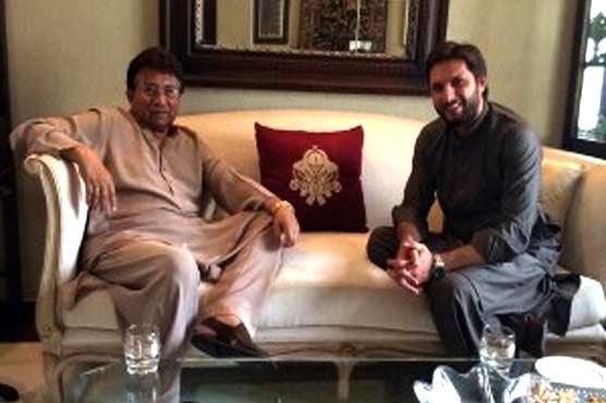Shahid Afridi visits Musharraf, inquires about health