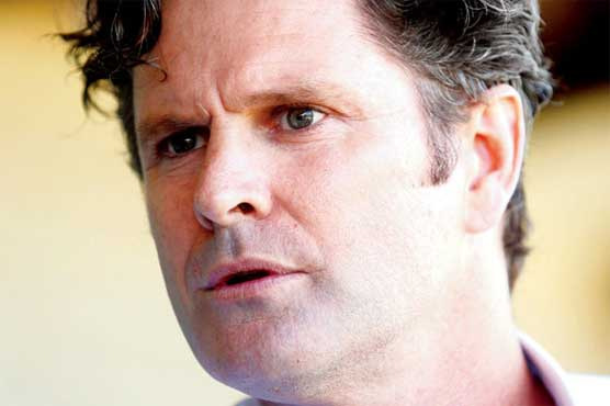 237806 33498042 - Chris Cairns cleaning bus shelters to clear bills