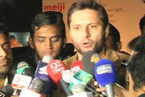 Shahid Afridi pays tribute to APS martyrs, survivors in Multan