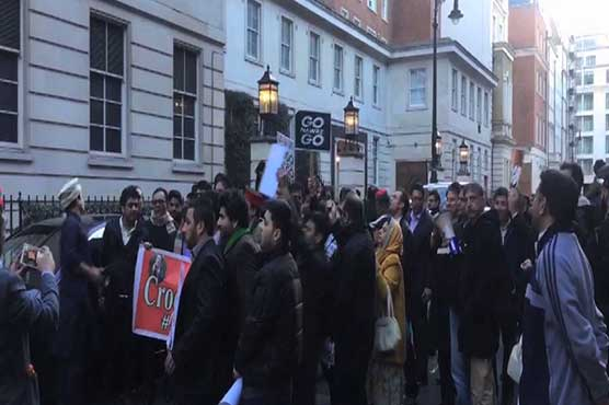 Panama Leaks: PTI workers protest against PM Nawaz Sharif in London