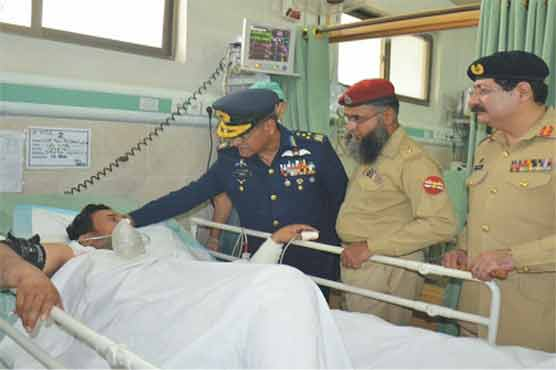 Air Chief visits Quetta attack victims at CMH Hospital - Pakistan