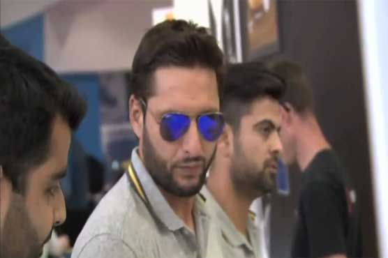 Afridi, Shehzad enjoy burger party but no money in pockets