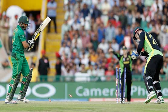 Australia win by 21 runs in all-important clash, send Pakistan packing
