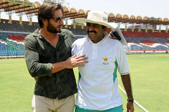 Shahid Afridi, Javed Miandad likely to meet today
