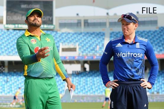Malik and Sarfraz sparkle as Pakistan avoid England whitewash