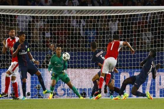 Sanchez, Ospina rescue Arsenal in Paris