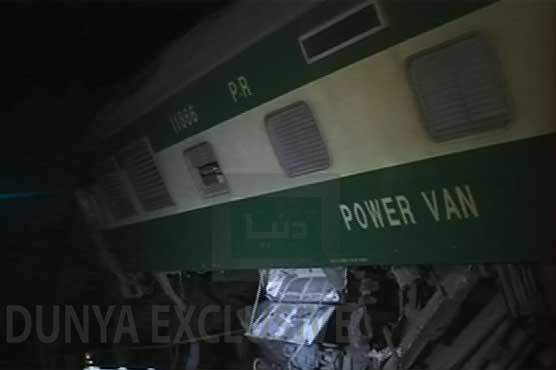 Officials say 6 people killed in Pakistan train accident