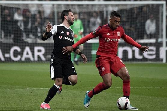 Football: Lyon break Besiktas hearts in Istanbul after 1st leg clashes