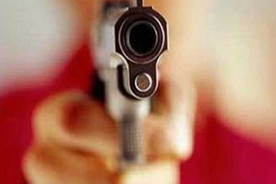 Exchange of firing between two groups injures four in Lahore