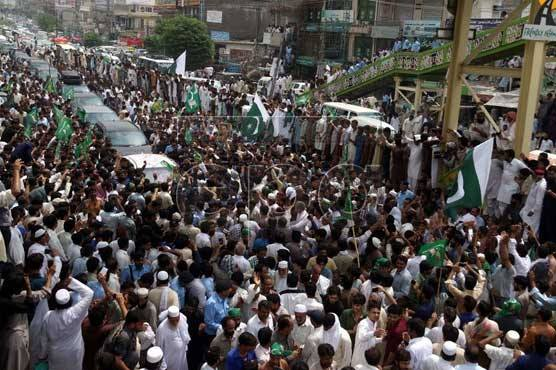 Sharif 'homecoming'rally heads to Lahore from Gujranwala