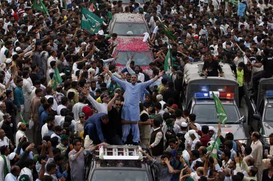 Nawaz Sharif's rally leaves for Lahore after big show in Gujranwala