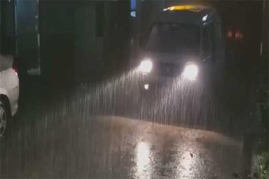 Over 200 feeders trip as heavy rain lashes Karachi