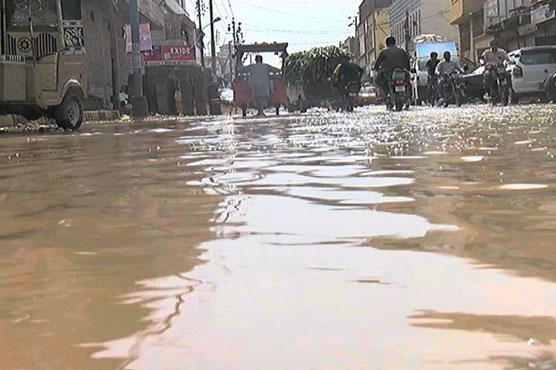 Torrential rain hits Karachi, throws life out of gear