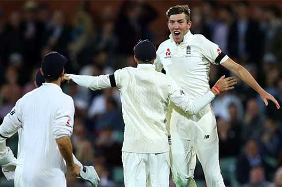 Overton's dream Test debut with Smith wicket