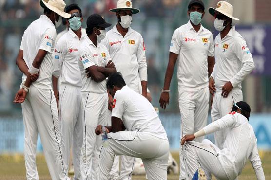 Cricketers flounder in New Delhi's hazardous smog