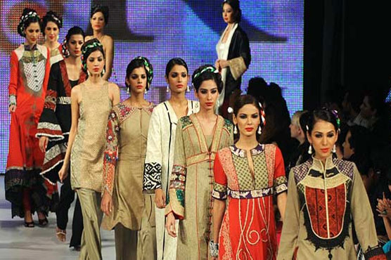 Organizers Earn Profit While Turning Fashion Shows Into Business Entertainment Dunya News
