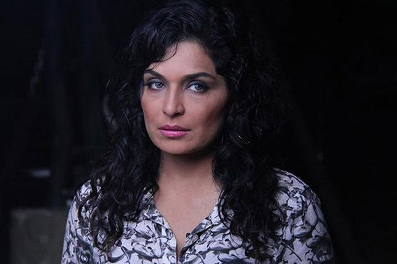 Meera's humour sizzles Twitter