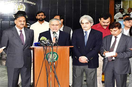 U.S.  dollar rate decreases by Rs2.30 after Dar's notice