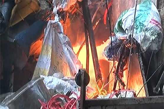 Fire engulfs plastic factory in Karachi
