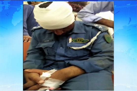 Lahore: Rashly driven car injures traffic warden