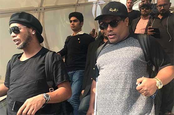 Eight international footballers including Ronaldinho reach Islamabad