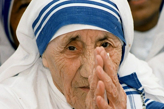 Of saints and saris: Teresa's famous blue-rimmed sari trademarked
