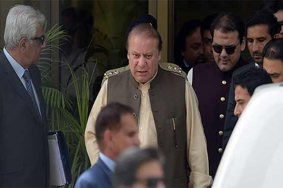 Nawaz Sharif fights to keep job in Panama papers scandal