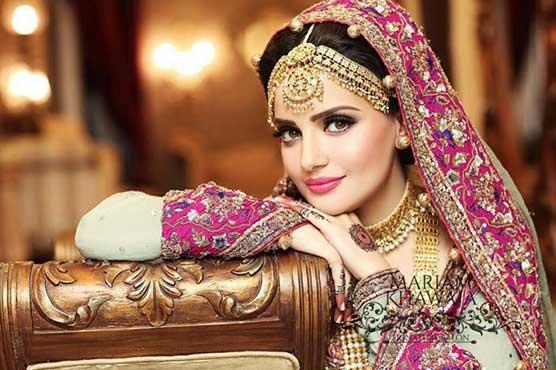 Armeena Khan gets engaged