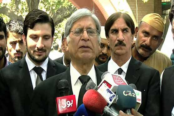 Federal govt trying to make Panamagate JIT controversial: Aitzaz Ahsan