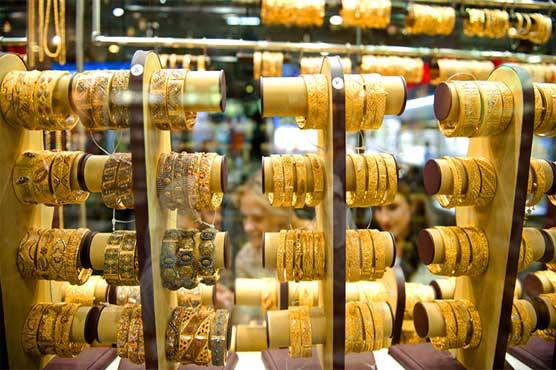 Gold price decreases in local, international markets