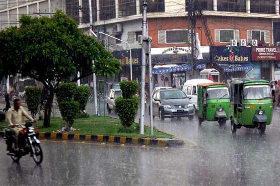 Heavy rainfall in Lahore breaks heat spell, troubles locals