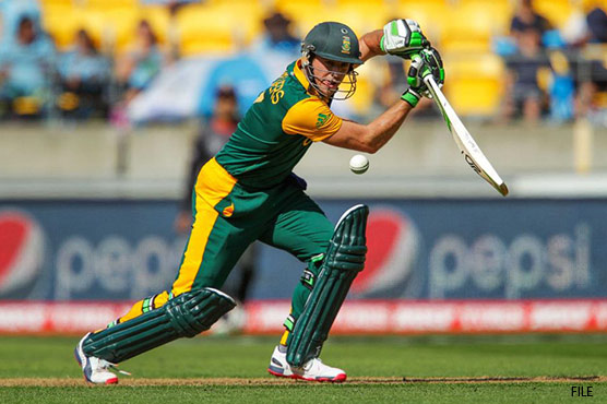 Curran strikes as De Villiers stars for South Africa