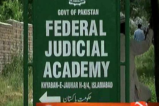 Panamagate probe team summons Sharif's daughter