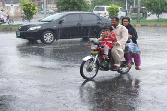 Stagnant rainwater troubles Lahoris