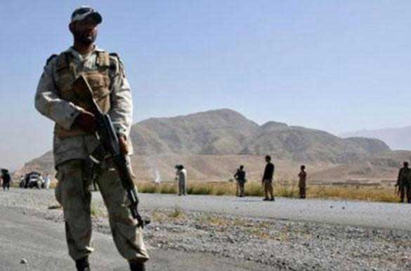 Two paramilitary troops among three injured in Dasht blast