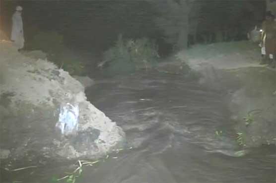 Multan: Breach in canal inundates village, cotton fields