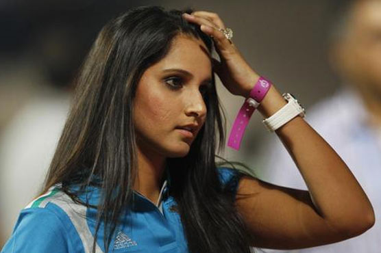 Twitteratis troll Sania Mirza for promoting OPPO device using iPhone