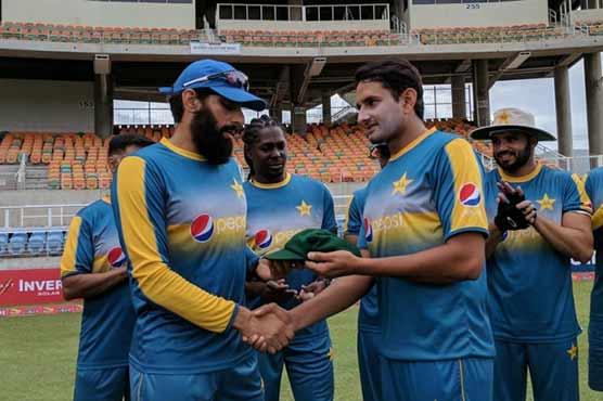 Karachi: Younis Khan receives hero's welcome on return