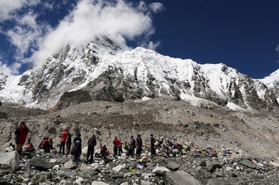 Indian climber missing on Everest, guide in bad condition