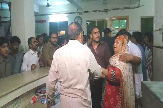 Sargodha: Heirs stage sit-in against abduction of newborn