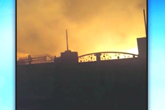 Blaze gutted furniture showroom in Lahore - Pakistan - Dunya News