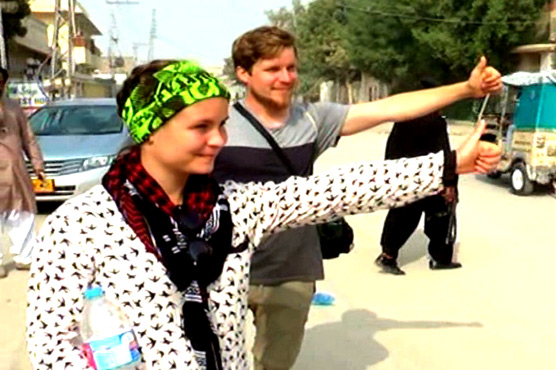 Finnish couple hitchhiking their way across 'unsafe' countries travels through Pakistan